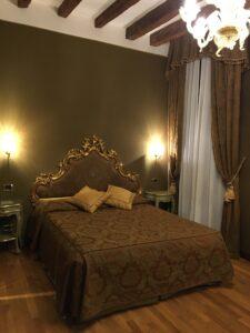 Hotel Al Ponte Mocenigo - Sidder Under En Palme